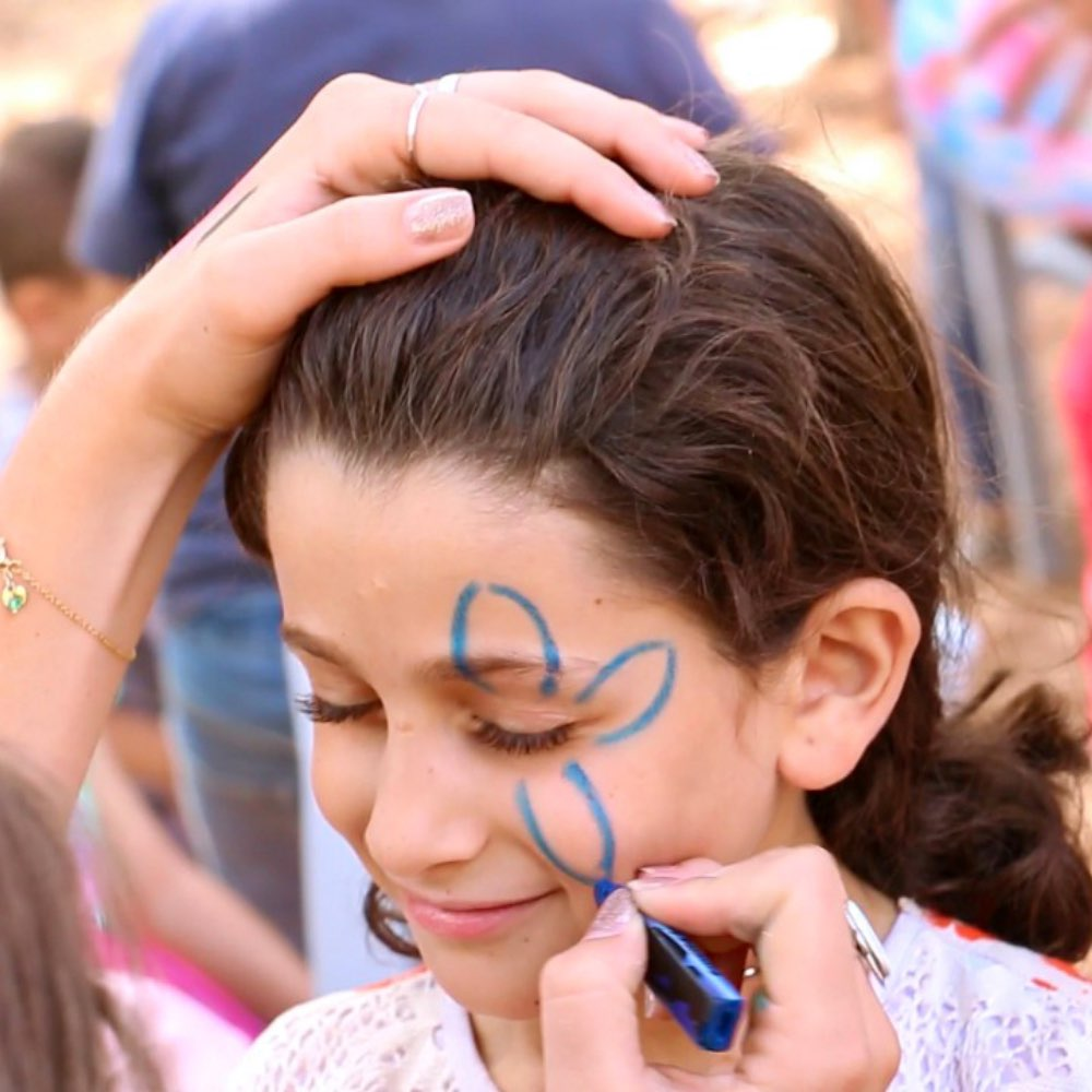Face painting refugee child